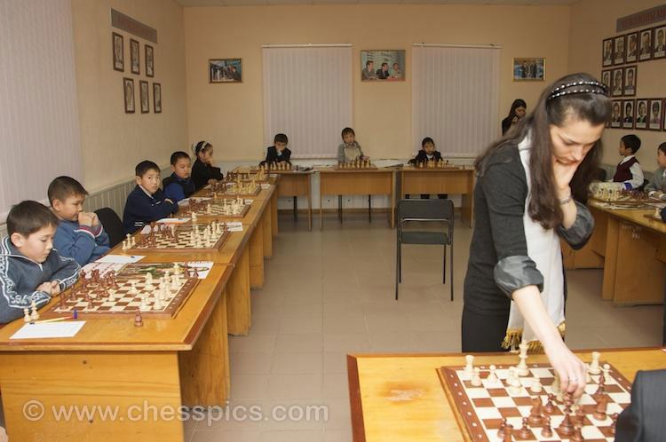 Simultaneous game Alexandra Kosteniuk